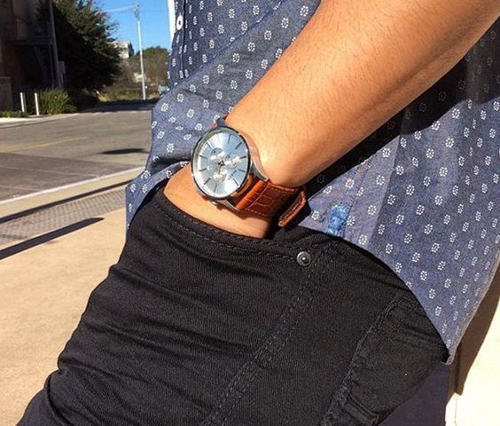 Black and blue is a great combo together! Add a simple watch for the finishing touch.