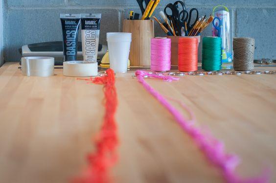 Atelier Miss Cloudy / #1 atelier : petites menthes, macramé et carrot cake! Toutes les photos sur www.misscloudy.com #workshop #montreal #diy #tassel #garland #plantholder Crédits photos : Noémie Letu