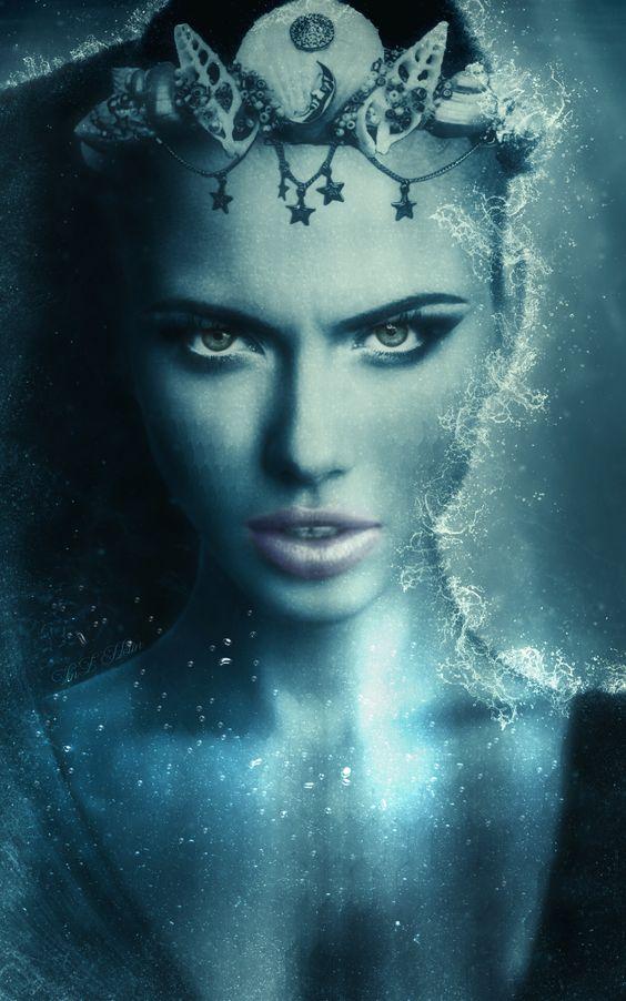 Elle est le mélange de légendes nordiques qui se sont greffées au mythe originel de la sirène grecque. http://vinzdream2006.deviantart.com/art/Mermaid-676059095