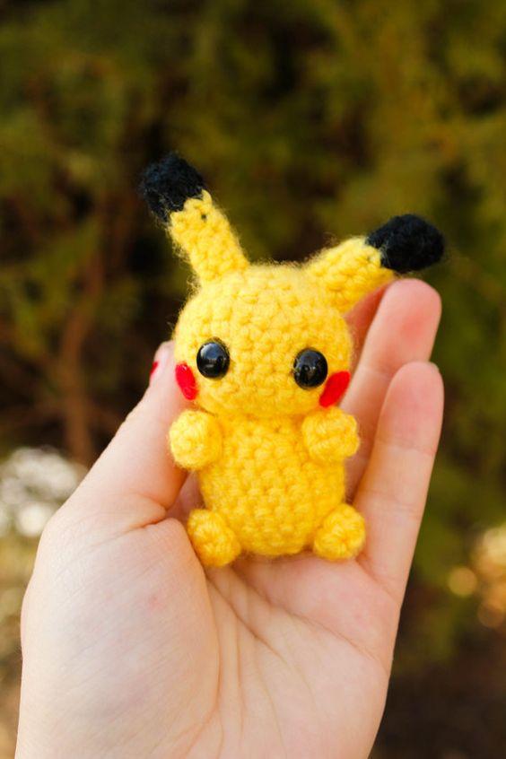 Pikachu En Amigurumi : Pikachu Amigurumi Plush and Pokeball Inspired by Pokemon ...