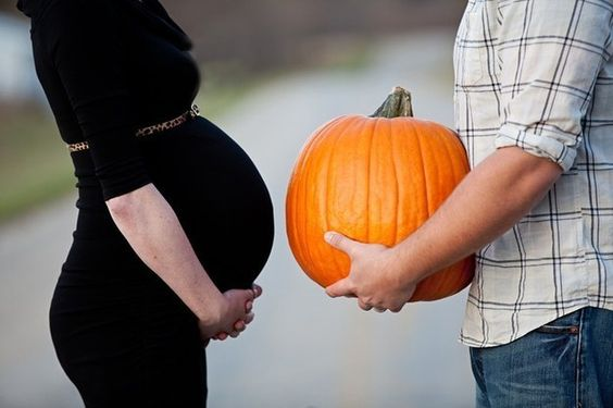 Try this seasonal shot. | 38 Insanely Adorable Ideas For Your Maternity Photo Shoot