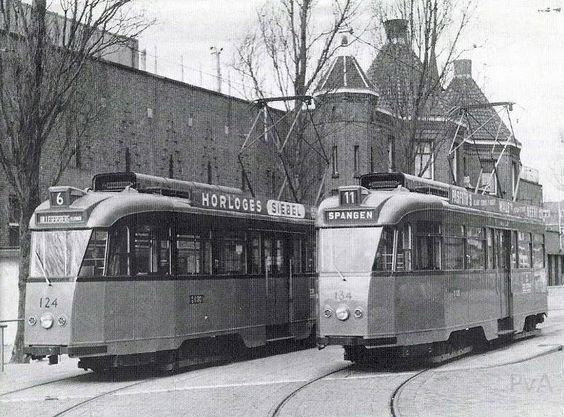 Rotterdam Spangen - Spartastraat. R.E.T.trams staan voor het Sparta kasteel opgesteld.