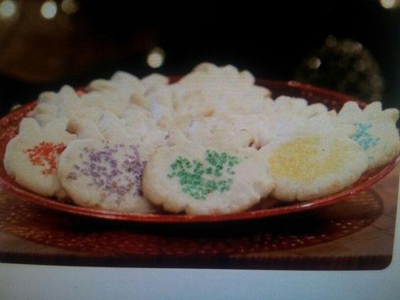 puffle sugar cookies. www.clubpenguin.com / fun stuff / recipes / puffle sugar cookie