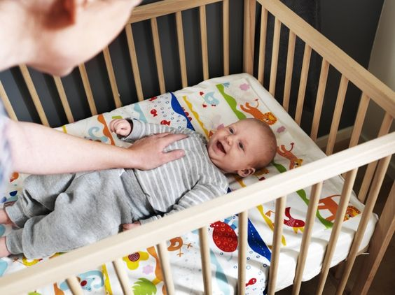 The BARNSLIG DANS quilt cover and pillow case keeps your baby comfortable in their cot