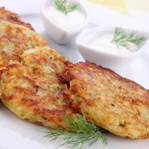 Découvrez la recette deBeignet de pommes de terre,  1 kg de pommes de terre 2 oignons hachés 3 œufs 100 gr de gruyère râpé 100 gr d'olives vertes hachées 2 cuillères à soupe de persil haché Le jus d'un citron 1 pincée de poivre Farine