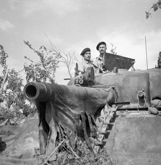 Lieutenant R.O. Campbell (left) of the Canadian Army Film and Photo Unit and Corporal H.H. Mowbray with a movie camera mounted on the turret of a Sherman tank near the Hitler Line, Italy, 23 May 1944. Library and Archives Canada MIKAN 3206658