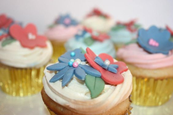 Flower Cupcakes- Cream Cheese and Fondant Topping