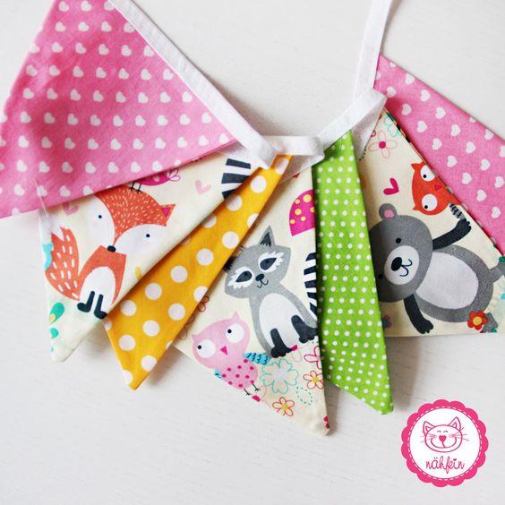 selbstgemachte Wimpelkette für ein Kinderzimmer <3 #wimpelkette #selbstgenaeht #kinderstoffe #rosa #kinderzimmerdeko