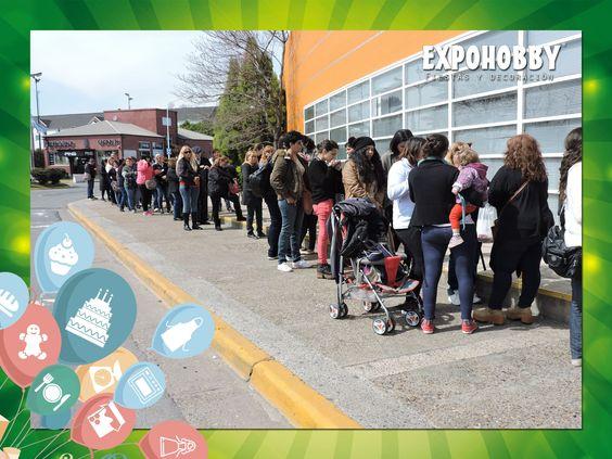 """Empezó la fila!! Ya arranca EXPOHOBBY """"Fiestas y Decoración""""!! #Expohobby #Fiestas #Decoración #Veni #EncontraLoQueBuscas #Buses #Talleres #VentaDeInsumos #MesasExpositoras #LosMejoresProfesionales #LasMejoresMarcas #Ambientaciones #Shows #CabinaSelfie #Sorteos #GrandesPremios #YaLlega #Hoy #TengoGanasDe #IrAExpohobby"""
