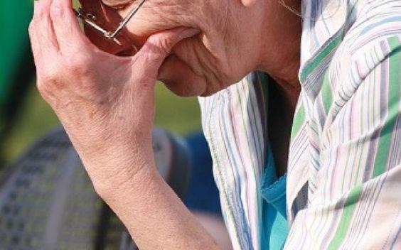 Anziana rapina banca: mi servono soldi per le medicine #rapina #banca #anziana #rapina