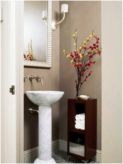 Small bathroom paint pedestal and small pedestal sink on for Extra small bathroom ideas