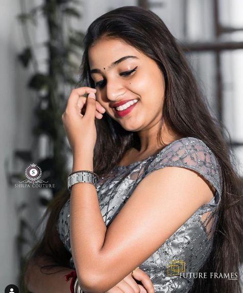 Pranavi Manukonda Telugu Serial Actress Hd Photos Bio Age Hot Images Instagram Pranavi Manukonda Fu Indian Actress Pics Beauty Girl Beautiful Bollywood Actress