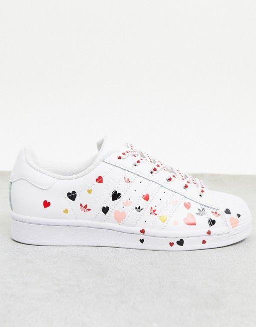 adidas Originals - Superstar - Baskets à imprimé cœurs - Blanc ...