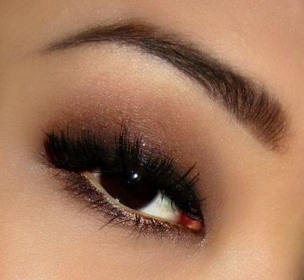 natural look <3 a wash of burgundy with a smoked out winged liner;