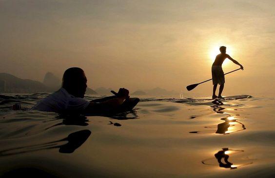 O #amanhecer de hoje demorou um pouquinho porque nosso fotógrafo teve que se secar... ;) Foto: Marcelo Piu/ O Globo