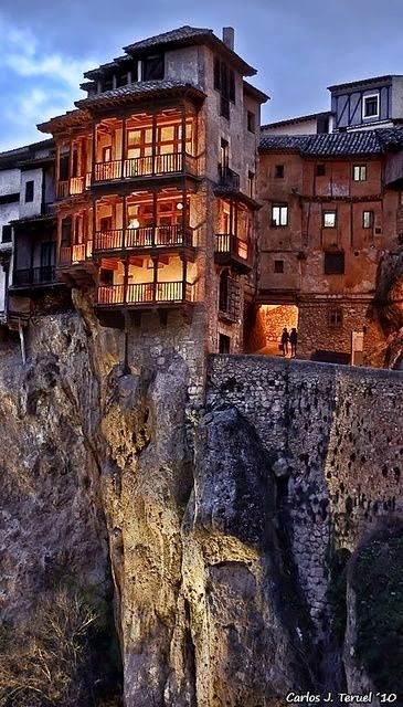 Casas Colgadas (Hunging houses)- Cuenca, Spain.   PicadoTur - Consultoria em Viagens   Agencia de viagem   picadotur@gmail.com   (13) 98153-4577   Temos whatsapp, facebook, skype, twiter.. e mais! Siga nos 