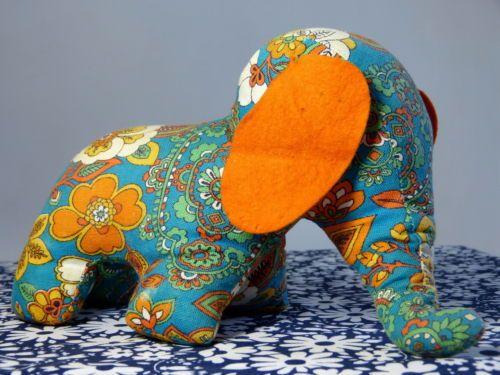 Jouet-elephant-corps-rembourre-tissu-fleurs-psychedelique-vintage-annees-70 /  Psychedelic flower fabric stuffed elephant toy - mod pop kitsch children nursery animal - French 60s 70s vintage