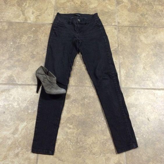 "White House Black Market skinny jeans XXS/25"" White House Black Market skinny jeans XXS/25"" LOWEST PRICE LISTED White House Black Market Jeans Skinny"