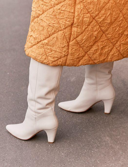 Zara tiene las botas que arrasan en el street style de París