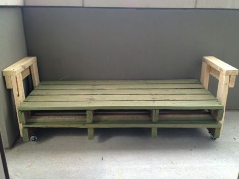 Very Easy DIY Pallet Couch - and then just use a twin size mattress!!! SO SMART! Spearheads the idea for framing.