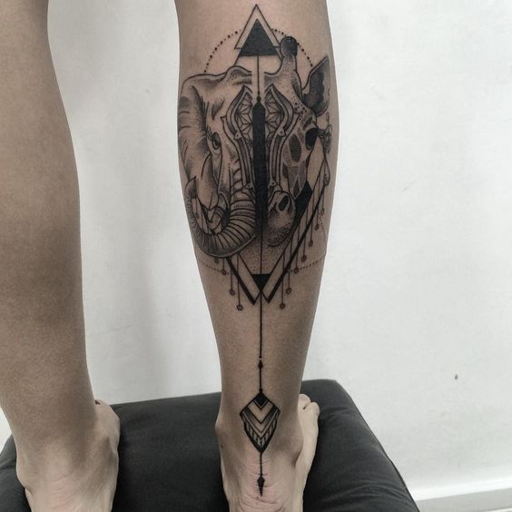 Black work geometric em @alinehoorn muito obrigado pela confiança ! #dotworktattoo #blackworkerssubmission #dotwork #blackworkers_tattoo #tattoo2me #pontilhismo #elephante #giraffe #schneider by henryschneider1
