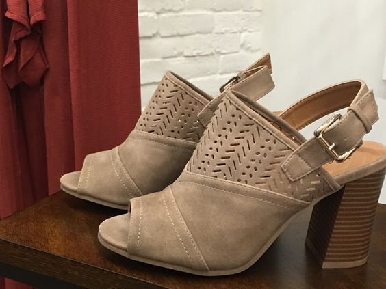 It's Fummer now that it's September. ☀️.  So, that means getting your bootie on. But, here in Vegas we aren't exactly ready for closed-toe! So, here you go! Enters the adorable peep-toe in taupe for $39! #fall #bootie #style #fashion #bohemian #boutique #apricotlane #townsquare