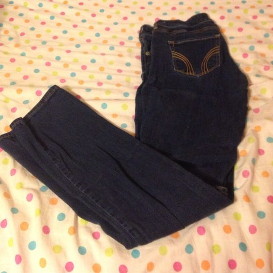 Hollister skinny jeans Only worn 2-3 times. No snags or rips. Im just trying to sell some stuff! Make an offer willing to trade also. Hollister Jeans Straight Leg
