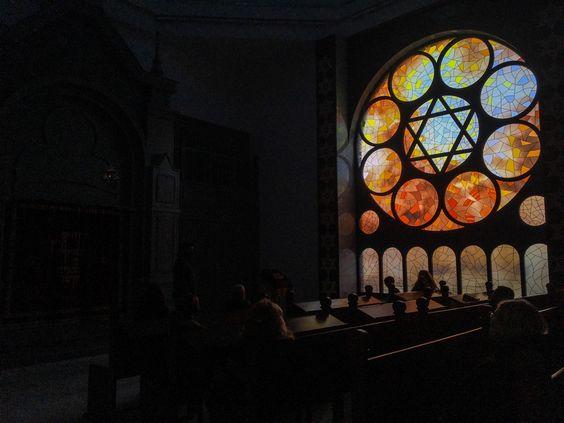Внутри новой синагоге города Калининграда. Фото Жени Шведы