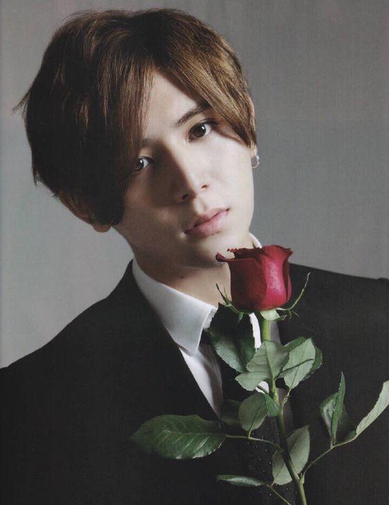 薔薇を持った山田涼介