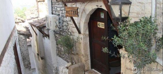 il Nasho Vruho Hotel offre camere arredate in stile tradizionale e connessione Wi-Fi gratuita. Un'ottima scelta per un soggiorno a #Berat.