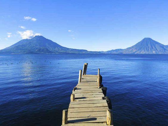 El famoso Lago de Atitlán es el cuerpo de agua más feo que hayas visto.