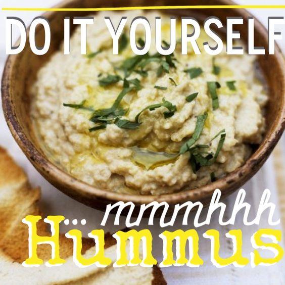 http://eatsmarter.de/ernaehrung/news/hummus-selber-machen Der Dip aus Kichererbsen ist nicht nur gesund sondern auch sehr lecker und schnell gemacht.