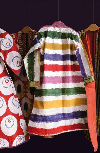 Isabelle de Brochgrave  Série de Caftans.    Paper kaftans inspired by traditionals costumes of Turkish sultans.  Created in 2003.  Dimensions : 185 cm (avec les manches) x 140 cm    Photo : René Stoeltie.