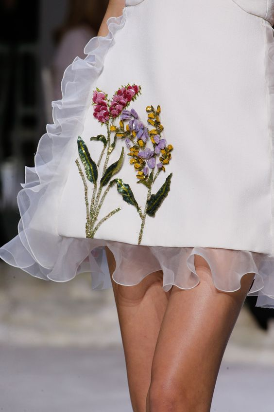 See detail photos for Giambattista Valli Spring 2016 Couture collection. V