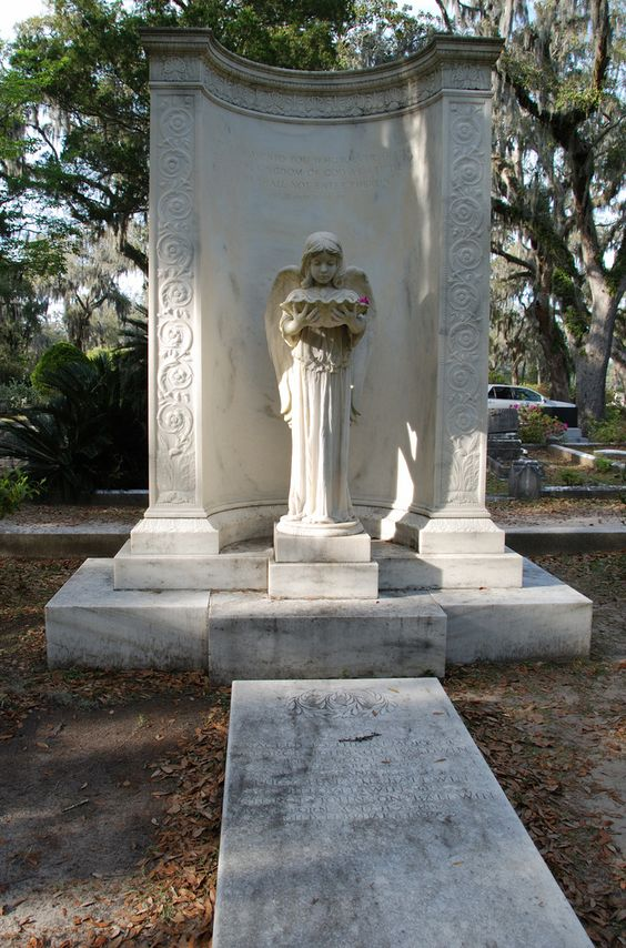 Savannah - St. Buonaventure cemetery. Famous from the novel Midnight in the Garden of Good & Evil