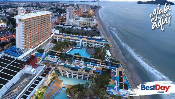 Se encuentra frente al mar y que ofrece 500  habitaciones con balcón. Ofrece una amplia gama gastronómica con especialidades, actividades acuáticas y recreativas, al igual que instalaciones para niños, por lo que es una excelente opción para unas vacaciones familiares en la playa. Está situado en la Zona Dorada de Mazatlán, cerca de restaurantes, bares y comercios. #OjalaEstuvierasAqui