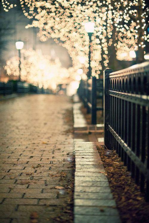 No sé dónde es pero bien podría ser cualquiera de mis ciudades...caminar solo o en buena compañía...: