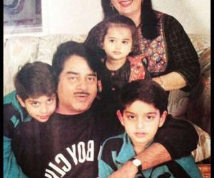 Actress Sonakshi Sinha with family — father and actor Shatrughan Sinha, mother Poonam Sinha, brothers Luv and Kush