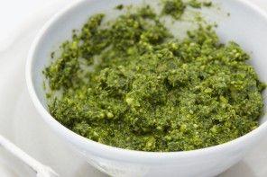 Spinach & Walnut Pesto (vegan & alkaline)