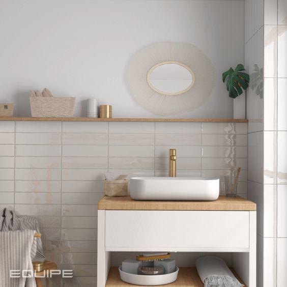 """Vill du ha ett ljust badrum, men känner att du vill ha lite varmare toner än vitt? Då kanske en platta i färgen """"cream"""" är något för dig."""