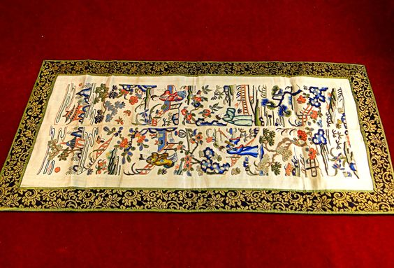 51) Fine antique Japanese embroidered panel retaining vivid original colours and good gold weave work Est. £25-£30