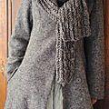 MLLE NATACHA : Manteau en laine bouillie et jupe en organdi, taille smok�e, couleur