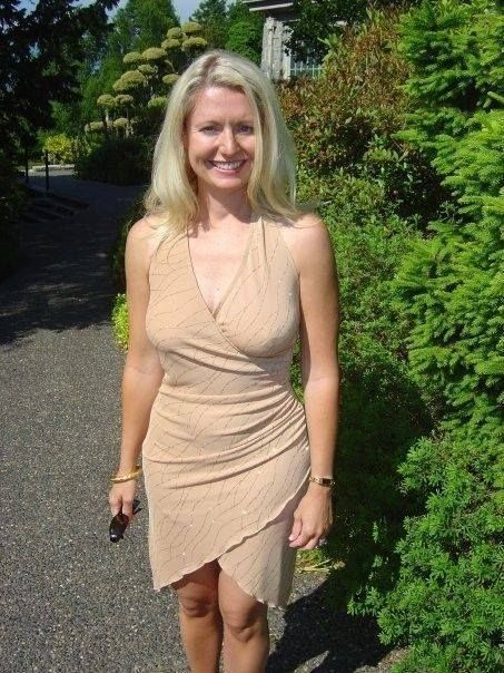 Dressed Photos Of Mature Sexy Women 9