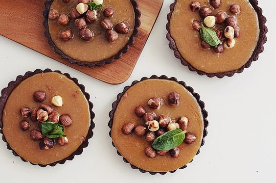 Chocolate Caramel Tart and roasted nuts Recipe, food photography, styling, συνταγή, τάρτα, καραμέλας, ζύμη σοκολάτας, κακάο, απλή κρέμα καραμέλας, φουντούκια. cool artisan, Γαβριήλ Νικολαΐδης