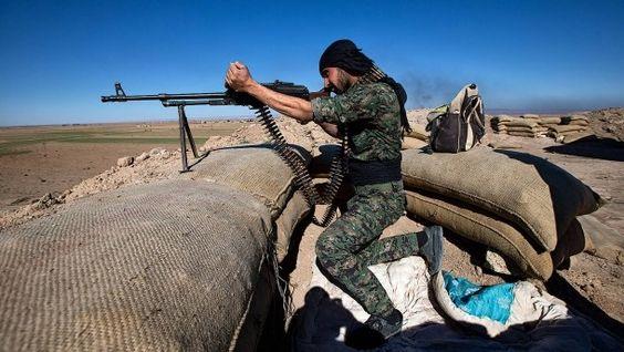 Im blutigen Kampf gegen den IS: kurdischer Kämpfer in Nordsyrien