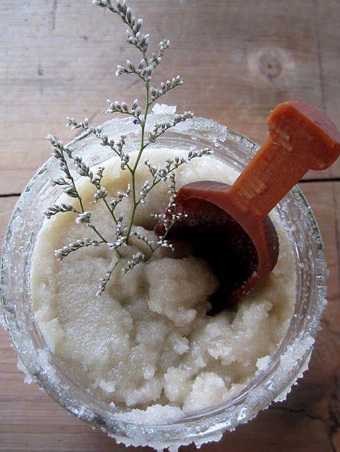 DIY Coconut Salt Scrub: Essential Oil, Sugarscrub