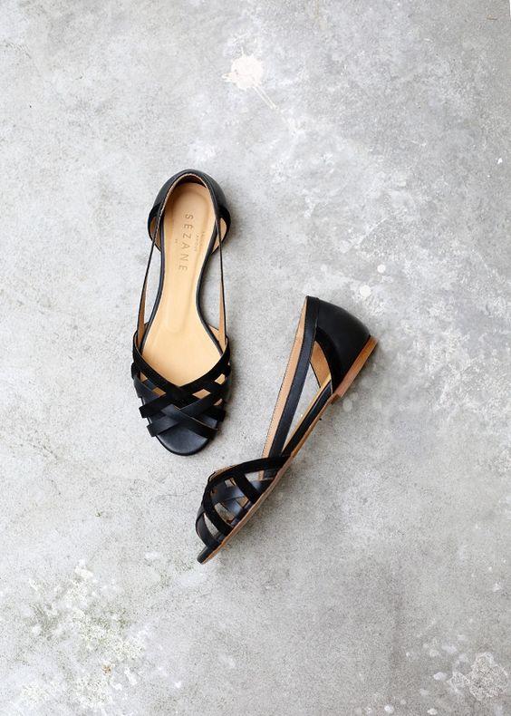 Sandales - vue haut sur béton