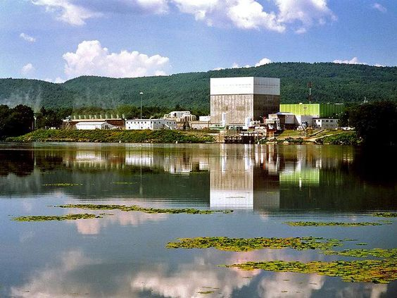 General Electric Boiling Water Reactor (BWR) nuclear generating station Death Trap - identical to Fukushima reactors that exploded - this one is Entergy Nuclear Vermont Yankee Power Station