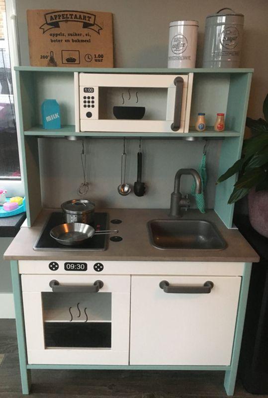 Ikea duktig keukentje gepimpt door Esther met magnetron