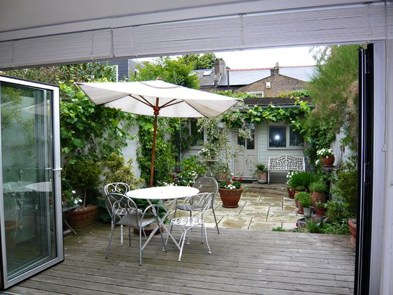 Silva Landscapes: the website of landscape architect and garden designer, Roberto Silva, with award-winning landscape and garden designs, media reviews, photographs and illustrations. Based in North London. Available for consultations and commissions